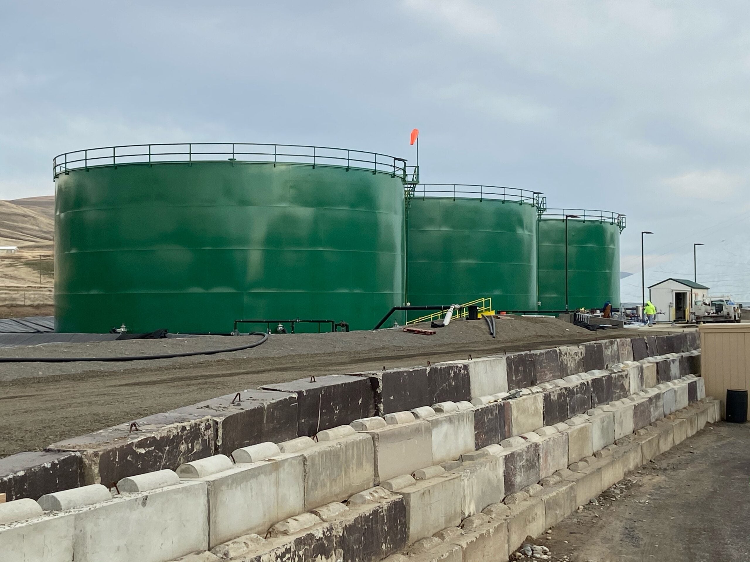 Three new million-gallon tanks add efficiency to Pacific Northwest distribution facility
